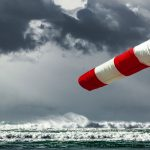 Silny wiatr może powodować cofkę. Meteorolodzy ostrzegają przed gwałtownymi porywami