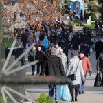 """""""Myślimy nie tylko o tych, co odeszli, ale także o nas samych"""". Tłumy odwiedzają olsztyńskie cmentarze"""