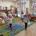 Publiczne przedszkola pobierają dodatkowe opłaty za zajęcia poza programem. Co na to Kuratorium Oświaty?