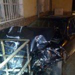 Pijany kierowca zdemolował budynek stacji kolejowej. 22-latek miał prawie dwa promile alkoholu