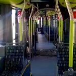 """Niebezpieczne upadki w autobusach i tramwajach. """"Trzymaj się! Dojedziesz bezpiecznie"""". W Olsztynie ruszyła kampania informacyjna"""