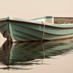 Trzech wędkarzy wypadło z łodzi na Jezioraku. Mężczyzn uratowali strażacy z powiatu iławskiego