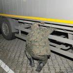 Naczepa zatrzymana na przejściu w Grzechotkach