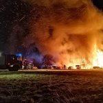 Siedem aut spłonęło w warsztacie samochodowym koło Szczytna