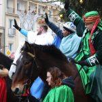 Barwny orszak na ulicach Olsztyna. W największych w regionie ulicznych jasełkach wzięli udział mieszkańcy, aktorzy i wolontariusze
