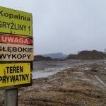 Gryźliny bronią się przed wysypiskiem odpadów. Co z terenem po byłej kopalni kruszywa?