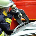 Kobieta została zakleszczona w aucie, strażacy musieli ciąć karoserię