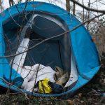 Elbląscy strażnicy miejscy pomagają bezdomnym. Ponad 100 osób nie ma dachu nad głową