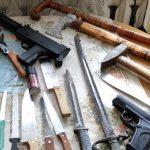 Agresywny 58-latek zaatakował policjantów. Co znaleziono w jego mieszkaniu?
