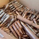 Pasjonat militariów objęty policyjnym dozorem. Mieszkaniec powiatu braniewskiego miał kilkaset sztuk amunicji, pociski i granaty