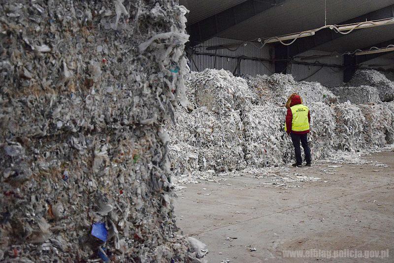 Более 200 тонн нелегального мусора из Британии около Эльблонга