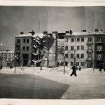 """""""Skarby"""" w giżyckiej bibliotece. W jednej z książek znaleziono unikatowe zdjęcia Warszawy"""