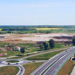 Kontrowersje w sprawie sprzedaży gruntów pod budowę fabryki Egger w Biskupcu. Posłuchaj audycji Śliska sprawa