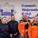 """Od lat wspólnie szukają zaginionych. Policjanci i ratownicy z grupy """"Nadzieja"""" podpisali formalne porozumienie"""