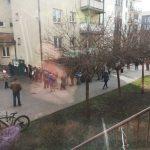 Wielometrowe kolejki przed MOPS-em w Elblągu. Ośrodek apeluje: najlepsze rozwiązanie to przelewy