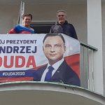 Spór na olsztyńskich Redykajnach. Małżeństwo wywiesiło baner z wizerunkiem prezydenta, spółdzielnia nakazuje go zdjąć