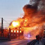 Pożar zabytkowego młyna w Iławie. Utrudnienia na jednej z głównych ulic miasta