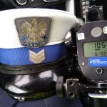 """""""Mimo obostrzeń, kierowcy dalej nie przestrzegają przepisów"""". Elbląska policja ostrzega przed brawurą na drogach"""