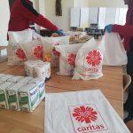Caritas Diecezji Ełckiej pomaga w walce z koronawirusem. Paczki z żywnością trafią do potrzebujących