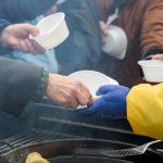 Dom dla Bezdomnych w Elblągu wprowadził ograniczenia. W Ełku stanęły specjalne kontenery