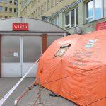 Śluza do diagnozowania chorych i inne zmiany. Część olsztyńskich szpitali wprowadza nową organizację pracy