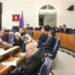 Senat przyjął w nocy pakiet ustaw tzw. tarczy antykryzysowej. Specustawa wraca dziś do Sejmu