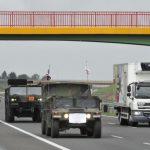 Kolumny wojskowe na drogach. Trwają międzynarodowe ćwiczenia Defender Europe 20