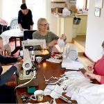Mieszkanki Kętrzyna pomagają, jak mogą. Szyją maseczki dla miejscowego szpitala