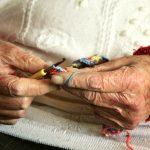 Senior w centrum uwagi! Sprawdź kto, gdzie i jak pomaga emerytom i rencistom podczas pandemii