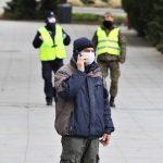 """Wojewoda apeluje: """"chrońmy siebie i innych"""". Od soboty trwają kontrole w związku z nowymi obostrzeniami"""