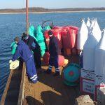 Na Wielkich Jeziorach Mazurskich trwają przygotowania do rozpoczęcia sezonu żeglugowego