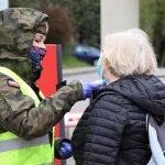 """Terytorialsi wspierają DPS w Tolkmicku. """"Dzięki pomocy wojska pracownicy nie muszą dyżurować przy bramie"""""""
