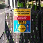 Strażnicy miejscy kontrolują galerie i autobusy. Sprawdzają, czy mieszkańcy zachowują dystans i noszą maseczki