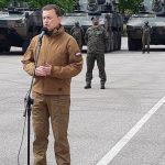 Mariusz Błaszczak z wizytą w Giżycku. Kolejne moździerze i wozy artyleryjskie trafią do polskiego wojska