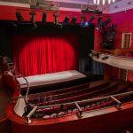 """""""Teatr Jaracza w domu"""" – propozycja na majówkę. Można obejrzeć spektakl przez Internet"""