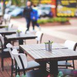 Restauracje i kawiarnie znów otwarte dla klientów. Właściciele zapłacą mniej za ogródki gastronomiczne