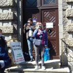 Mieszkańcy Ełku sprzeciwiają się podwyżce cen za segregowanie odpadów. Pikietę zorganizowali emeryci
