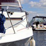 Sternicy szybkich łodzi motorowych powinni uważać na otoczenie – upominają ratownicy