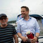 Rafał Trzaskowski sprostował w Ełku swoją wypowiedź o głosowaniu nad obniżeniem wieku emerytalnego
