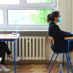 Mniej lektur i zadań z matematyki, łatwiejsze testy z języków obcych. Jak będą wyglądały egzaminy maturalny i ósmoklasisty?