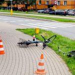 Czołowe zderzenie rowerzystów w Ełku. W regionie coraz więcej wypadków z udziałem kierowców jednośladów