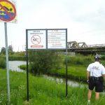 """Zakaz kąpieli w rzece Elbląg. """"Jest kilka miejsc, w których jest on łamany"""""""