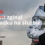 """""""Dla Ciebie zginął żołnierz, strażak, policjant, a dla mnie tata"""". Wyjątkową wystawę można oglądać w Olsztynie i Ostródzie"""