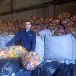 Zbierali na leczenie i rehabilitację Poli. Policjanci z Pisza zgromadzili prawie 12 ton plastikowych korków