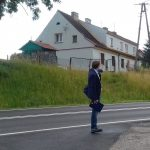 Mieszkańcy Buniak odetchną z ulgą. We wsi koło Ełku powstanie oświetlony chodnik i przejście dla pieszych