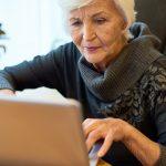 Internet bez tajemnic. Bibliotekarze z Morąga pomagają odkryć tajniki nowoczesnych technologii