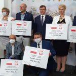 Samorządowcy odebrali czeki na lokalne inwestycje. Dofinansowanie wyniesie ponad 47 milionów złotych