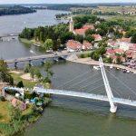 Tragiczny wypadek nad Jeziorem Mikołajskim. Pijany turysta skoczył na główkę do wody