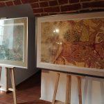 W elbląskim muzeum pojawiły się prace artystów z całej Polski. Wystawa jest zwieńczeniem projektu Refleksy 2020