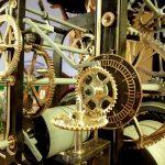 Zabytkowy zegar wraca na wieżę kościoła w Pasłęku. Po ponad 81 latach ponownie będzie odmierzał czas